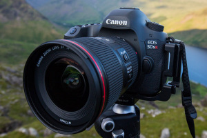 The Canon 5DSR is brilliantly designed.