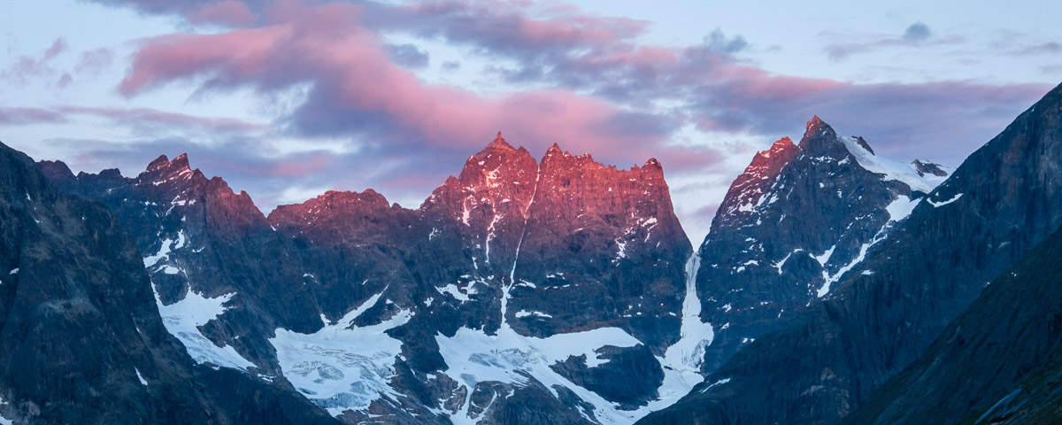 Last light on a peak with no name at the head of Klosterdalen