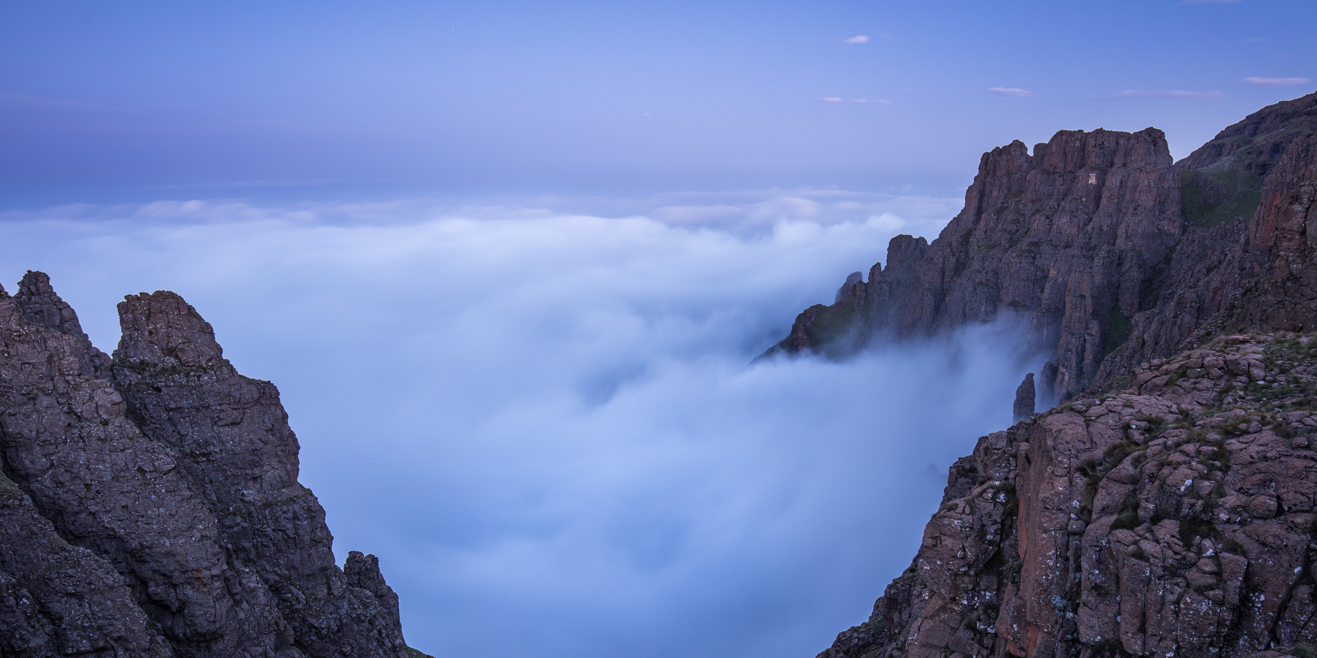 The landforms of the Drakensberg are generally named from below and can seem somewhat confusing from above! The organ pipes are one of the few rock formations where the naming seems to make sense at every angle. This evening inversion appeared from nowhere. An hour earlier the valleys were completely clear.