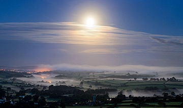 mist by moonlight i the Tavy Valley