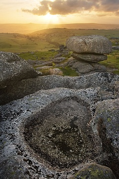 The sun sets behind Roos Tor witha  view over west Devon