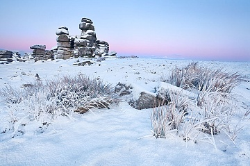 pike glow int he sky over freshly fallen snow on Staple tor