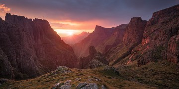 sunrise at Rockeries Pass in the Drakensberg